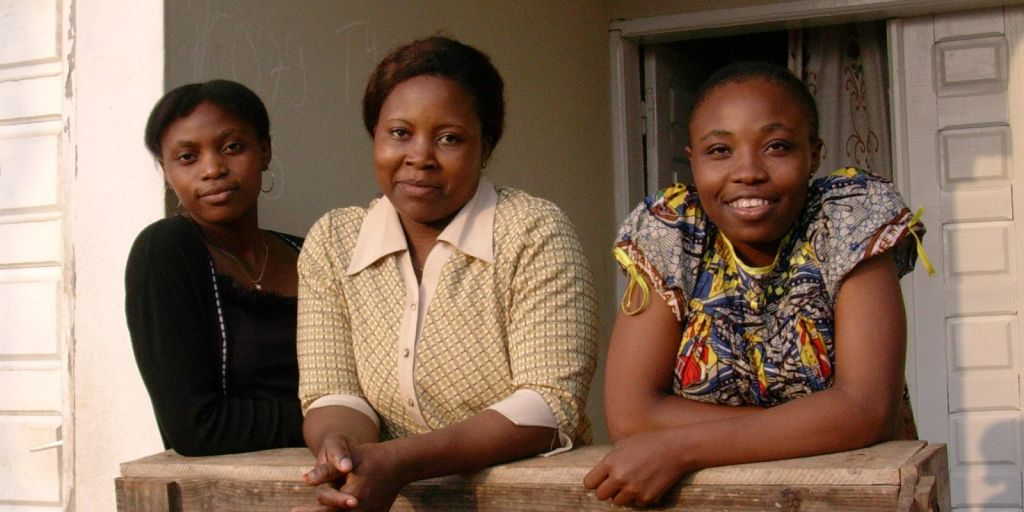 Adeline e le sorelle a Yaounde